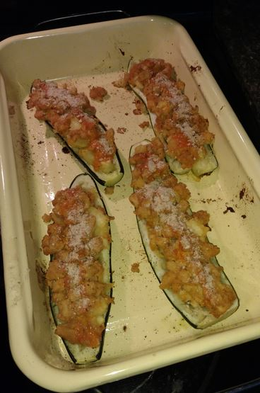 buffalo chicken stuffed zucchini